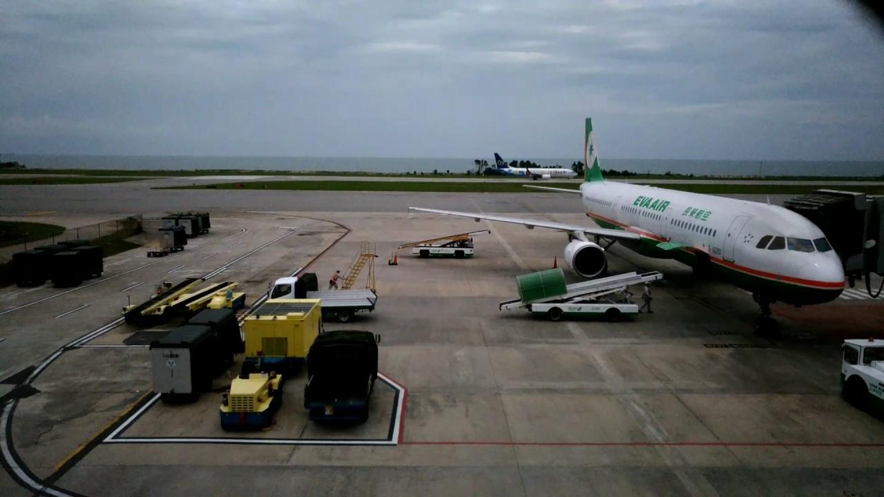 立榮航空ATR72-600B-17010華信航空Boeing737-8SHB-18659遠東航空MD82B-28011長榮 A321-211 B-16201 立榮航空ATR72-600B-17011 - YouTube