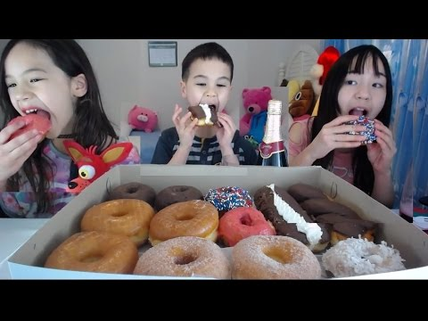Donuts and Sparkling Cider Kids Mukbang - Happy New Year!
