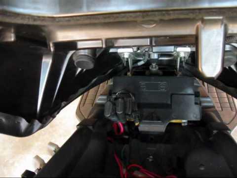 Burgman 650 - DIY - Battery Replacement - YouTube