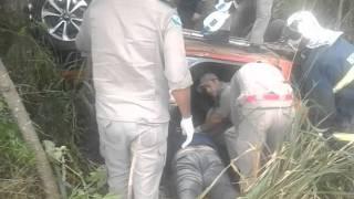 Socorro a motorista após capotar carro próximo a Jardim Alegre
