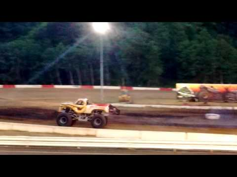 'Skelator' Freestyle @ Coos Bay Speedway 2016 Monster Truck Rally!