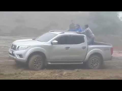 Ford Ranger Raptor  vs Toyota Hilux vs Nissan Navara    x thử thách địa hình   ford thang long