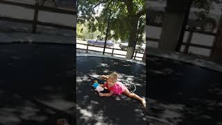 шпагат.  растяжка. шпагат в 2 года. растяжка для деток.  гимнастика