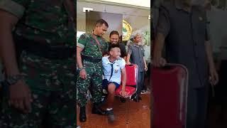 LUCU Siswa ini takut disuntik sai dipegang TNI dan satpam