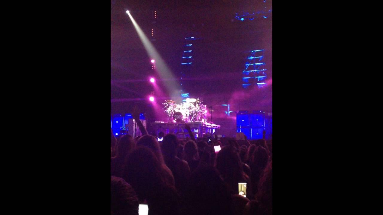 Ashton Irwin drum solo (SLFL 7/27/16)