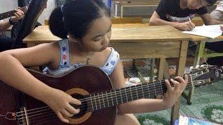 """Lộ clip THẦY """"ĐÁNH VẬT"""" với TRÒ học guitar @@"""