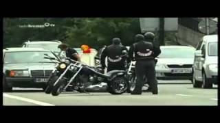 Hells-Angels kommt Polizei haut ab (Feige Bullen) Nur ein Toter Bulle ist ein guter