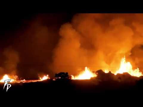 Fuentes volcánicas en Hawaii por la noche 2018
