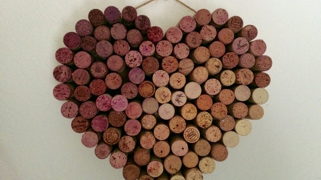 Diy valentine 39 s day wreath using wine corks youtube for How to build a birdhouse out of wine corks