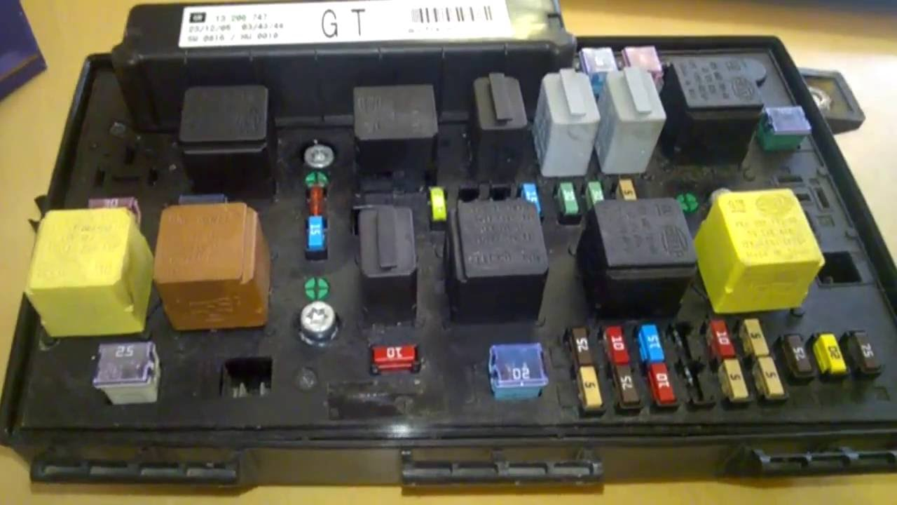 cleaning corroded wet car fuse box opel zafira [ 1280 x 720 Pixel ]