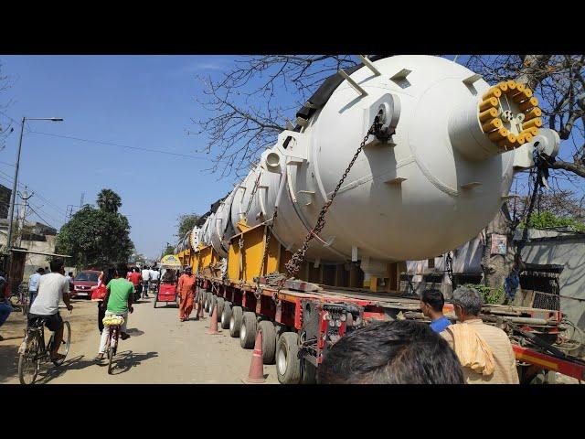 लगभग 500 चक्के वाला ट्रक बना आकर्षण का केंद्र, दूर-दूर से देखने पहुंच रहे लोग
