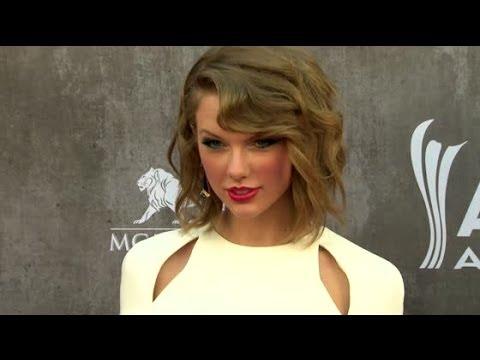 Why Taylor Swift is Always Seen Wearing Red Lipstick   Splash News TV   Splash News TV