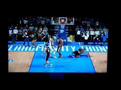 Kevin durant dunks on aldridge!!!