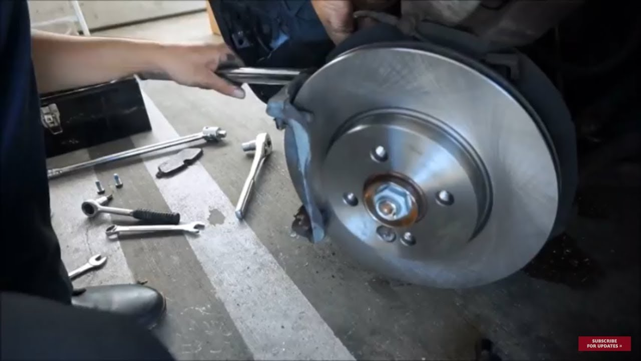 Mini Cooper - Front Brake Pad  Rotor Replacement