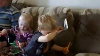 Children's Saftey Scissors FAIL - Viral Monkey