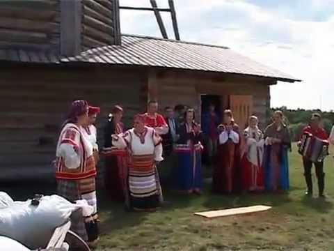 Частушки в русских традициях  с пляской на доске