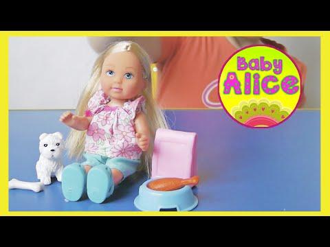 Девочка Алиса. Молоко и сухарики!