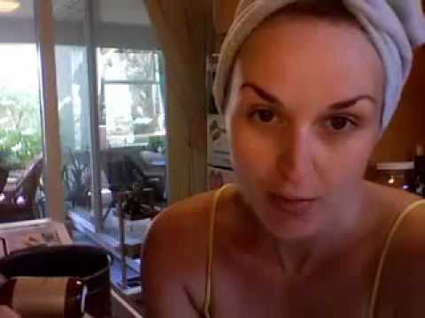 How to Give Yourself an Organic Facial at Home