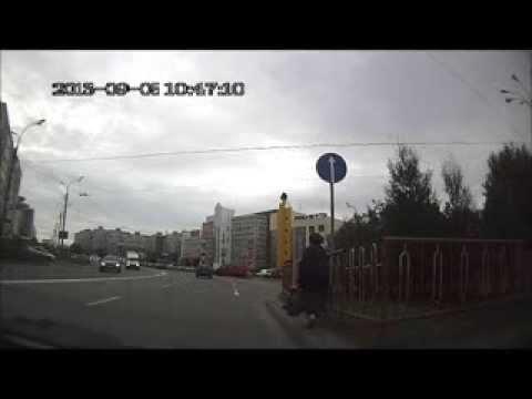 бабка через дорогу
