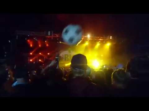 Why you shouldn't film at concerts