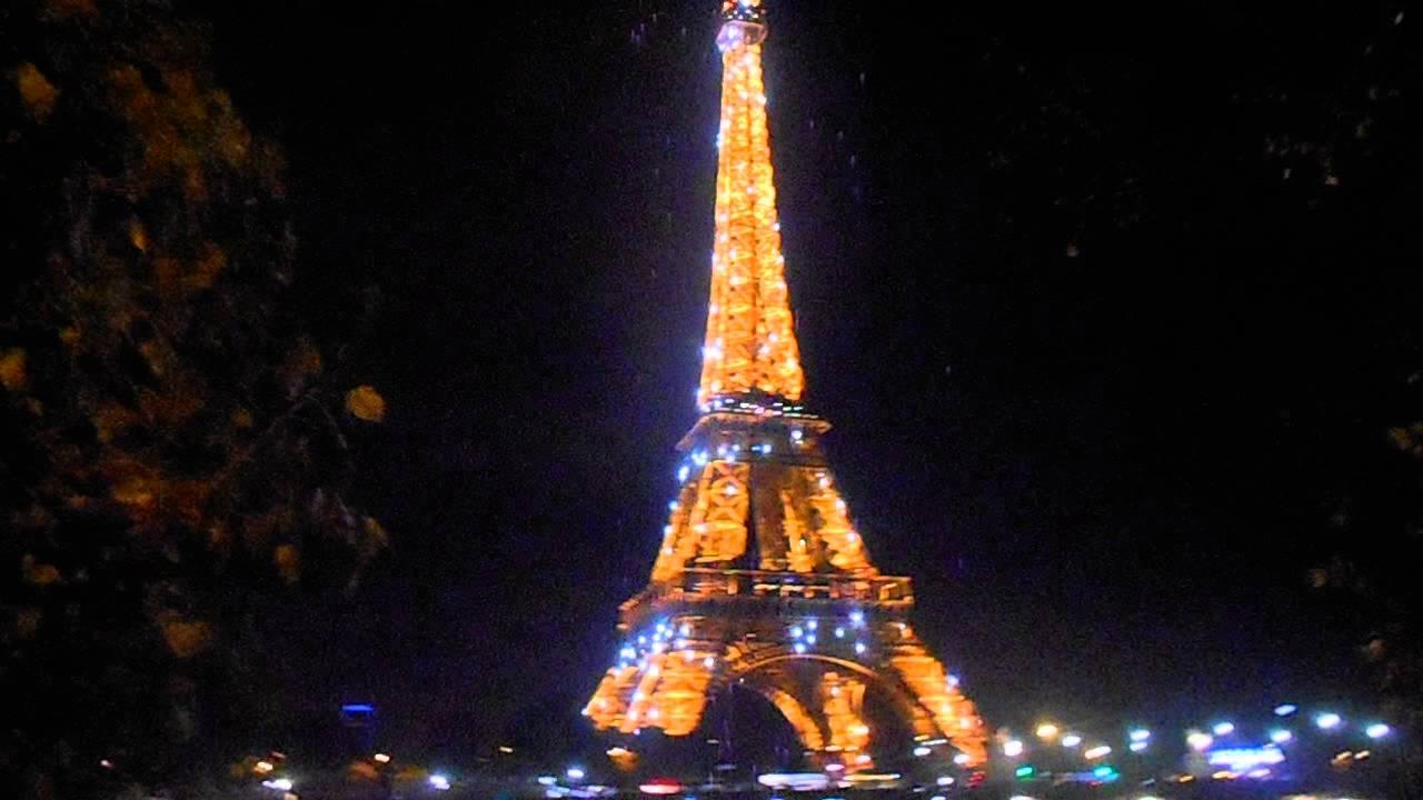 París, Torre Eiffel De Noche.
