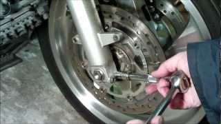 GL1800 GOLDWING 2002 A2 FRONT WHEEL REMOVAL