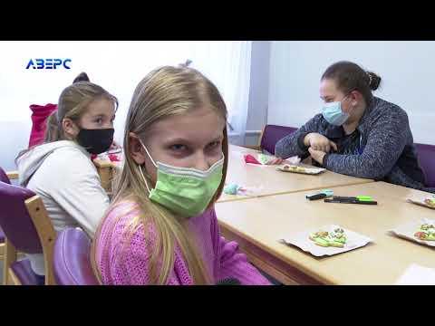 ТРК Аверс: В обласній дитячій лікарні  провели майстер-клас з розфарбовування імбирного печива