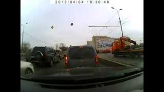 Замес в Москве. 3 Грузовика и 5 легковушек.(, 2013-04-04T16:02:10.000Z)