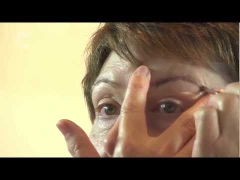 How to define your eyebrows during cancer treatment | Cancer Research UK