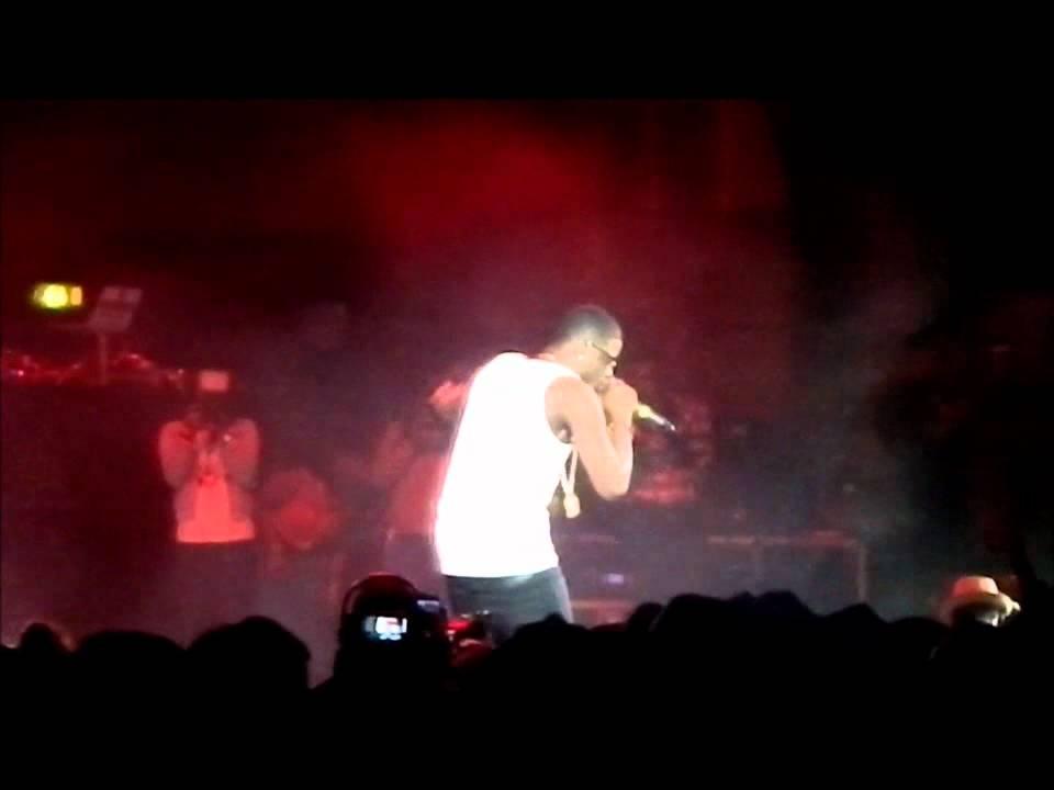 Download Wizkid concert HMV Appollo London..Skales performing hit single Mukulu