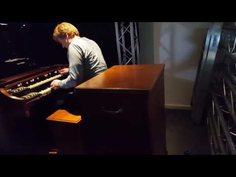Simple Blues. Hammond A100. The home version of the B3 and C3 organ. With a Leslie 251