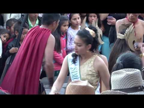 Desfile de carrozas y presentación de reinas en Ubaté