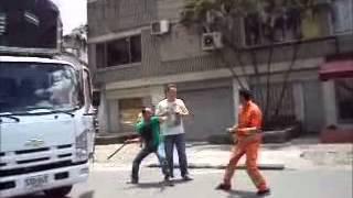 Repeat youtube video Medellín Intolerancia en San Diego HD