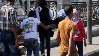 أجنبيات لـ«رؤية»: يتم التحرش بنا باللفظ وباليد