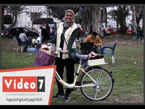 اليوم السابع :يا ورد مين يشتريك.. دراجة ياسمين معرض زهور متنقل بشوارع الإسماعيلية