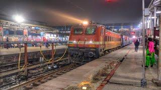 क्षिप्रा एक्सप्रेस का पंडित दीन दयाल उपाध्याय जंक्शन पर आगमन। Shipra Express Arrival at DDU jn
