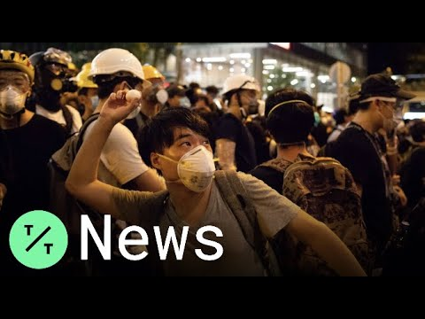 Hong Kong Protesters Throw Eggs, Shine Laser Pointers at Police