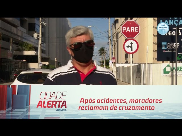 Após acidentes, moradores reclamam de cruzamento perigoso na Ponta Verde