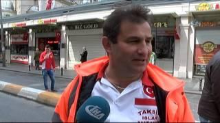 Taksim Esnafı 1 Mayıs'ı Top Oynayarak Kutladı