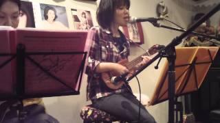 山口百恵さんの秋桜...29歳になって初めて聴きました。 とても悲しい曲...