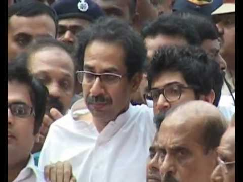 Uddhav Thackeray mourns at the funeral of Bal Thackeray