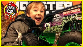 Monster Jam Toy Trucks - RC GRAVE DIGGER 1:10 Scale TRIPLE THREAT Freestyle Stadium Challenge!