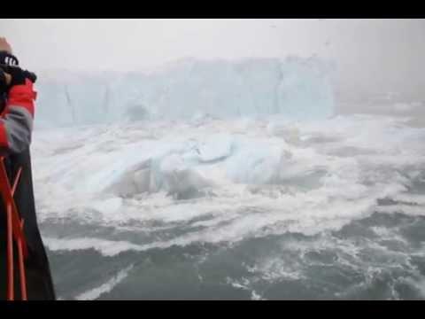 Айсберг развалился прямо