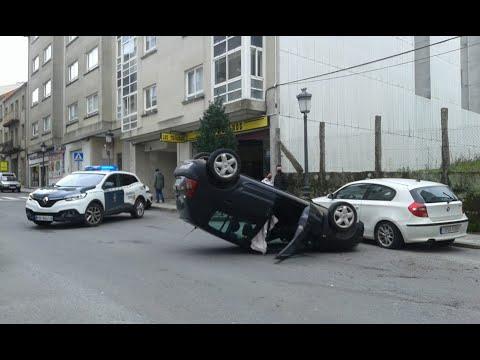 Vuelco de un coche en Carballiño