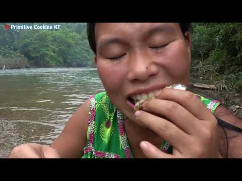 Survival Skills: Hand Fishing - Amazing Catching fish Underwater In Dry Season - Cooking and eating