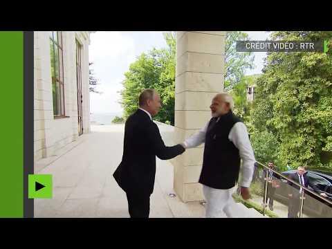 Vladimir Poutine rencontre le premier ministre indien Narenda Modi à Sotchi