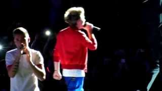 One Direction - One Way or Another/Teenage Kicks O2 Arena 24-2-13 HD