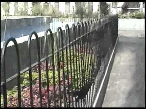 Se roban las varillas de la reja que encierra la fuente y for Reja para jardin vertical