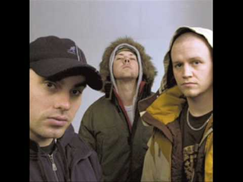 Hilltop Hoods-The Nosebleed Section (+Lyrics & Download Link)