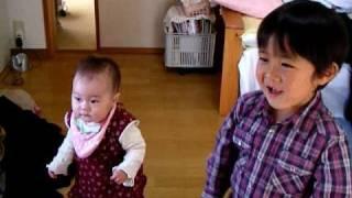 10ヶ月半の娘、湖梅(こうめ)がNHKの朝の連続ドラマ、てっぱんが大好きで...